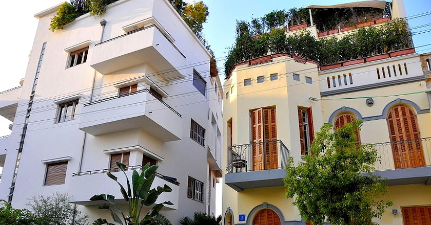 a walking tour of tel aviv s architectural landmarks