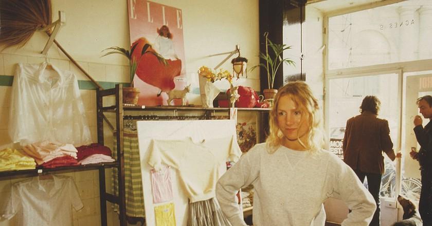 Agnès, in her boutique in rue du jour, 1976. | © Archives Agnès b.