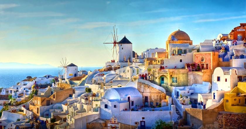 Oia, Santorini, Greece  © JChantal de Bruijne / Shutterstock