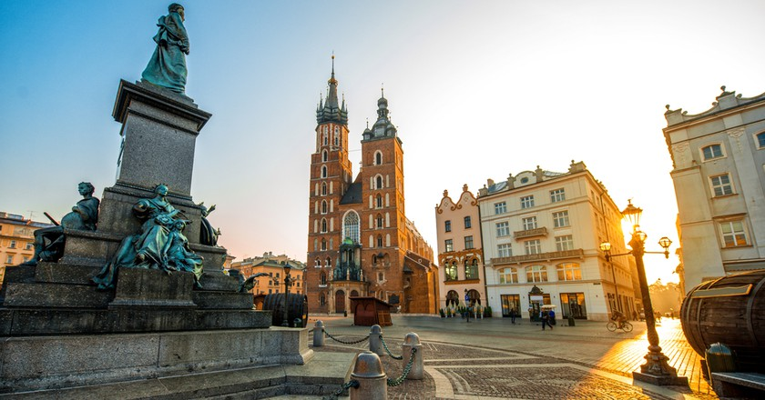 Adam Mickiewicz monument and St. Mary's Basilica in Krakow  | © Ross Helen / Shutterstock