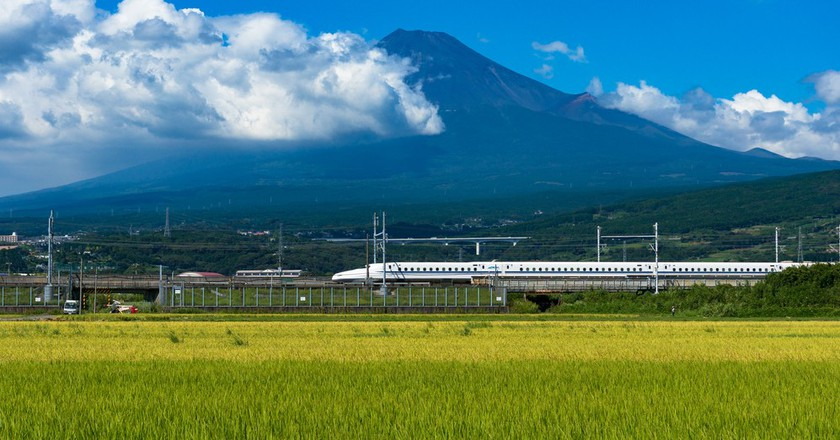 Bullet train, Tokaido Shinkansen   © Olga Kashubin/Shutterstock