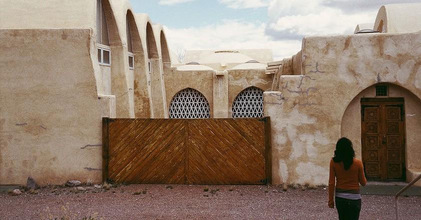 Hassan Fathy Dar-Ul-Islam Mosque – New Mexico | © Omar Bárcena / Flickr