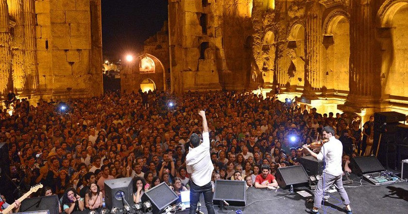 Mashrou' Leila performing in Baalbeck | © Mashrou' Leila / Wikimedia Commons