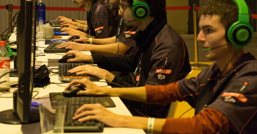 The esports industry produced an estimated $493 million in revenue in 2016 | © Flickr/artubr