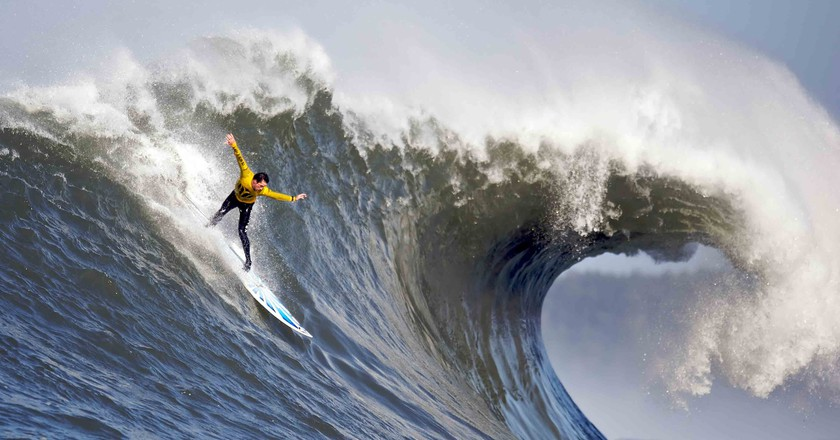 Surfing | © Shalom Jacobovitz / WikiCommons