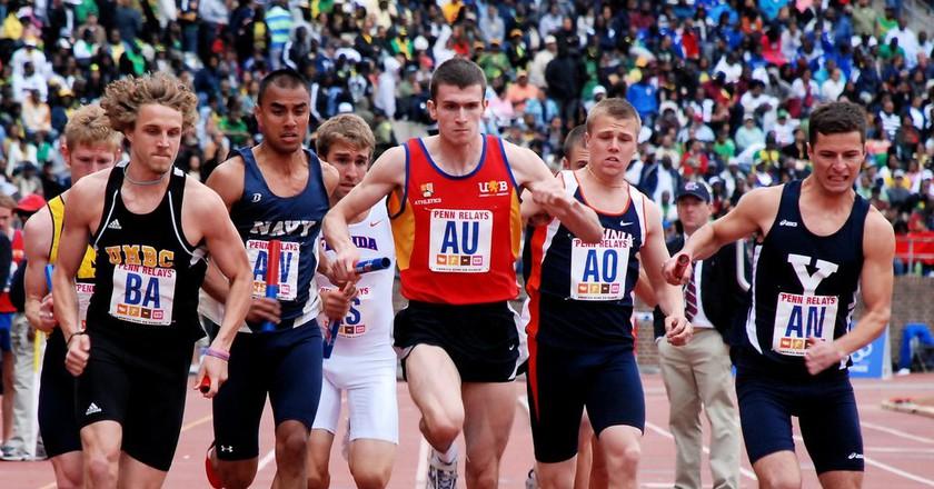 A collegiate relay race at the Penn Relays | © Flickr/Amanda Cegielski
