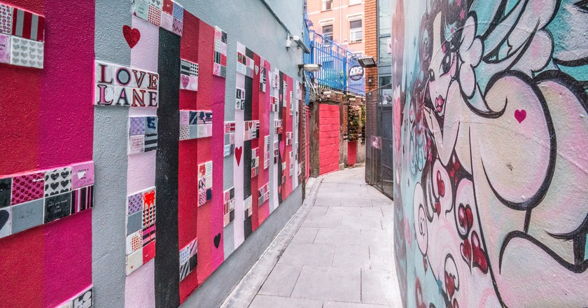 "<a href=""https://www.flickr.com/photos/infomatique/27095286675/in/photostream/"" target=""_blank"" rel=""noopener noreferrer"">Crampton Court street art, Dublin | © William Murphy / Flickr</a>"