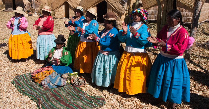 Peruvian Aymara women chanting in their native language. |©Nick Jewell/Flickr