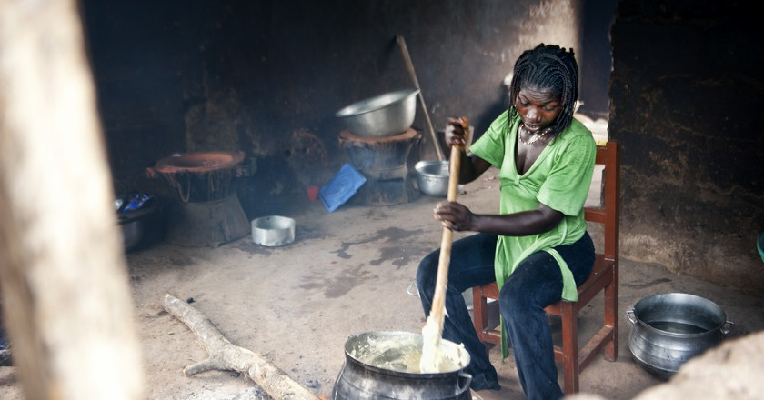 Woman making Banku, (c) Ben Grey / Flickr