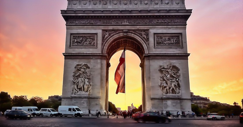 Arc de Triomphe, July 14th, 2011 │© bNjphoto / Wikimedia Commons