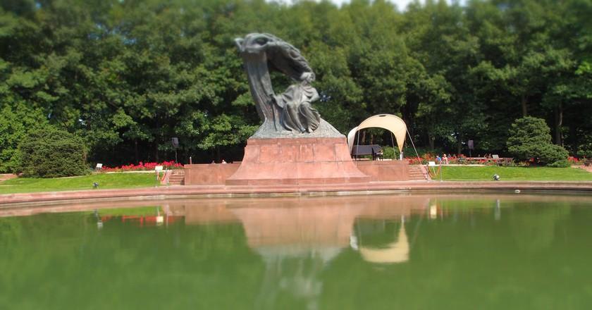 Statue of Chopin in Łazienki park | © Graeme Maclean/Flickr