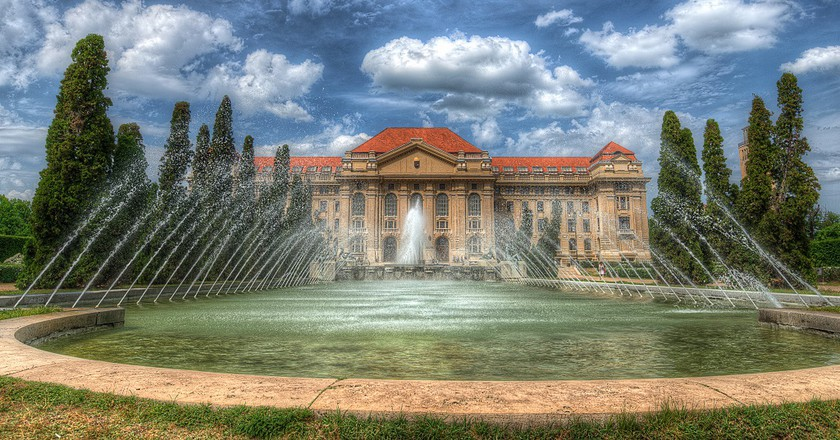 """<a href=""""https://commons.wikimedia.org/wiki/File:Debreceni_Egyetem,_Debrecen.jpg"""">Debreceni Egyetem, Debrecen 