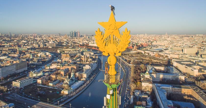 Stalin-era skyscraper, Kotelnicheskaya Embankment building in Moscow, Russia| © Kirill Vselensky