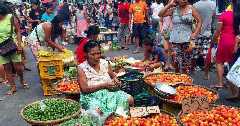 Filipino woman street vendor | © Nikki Vargas