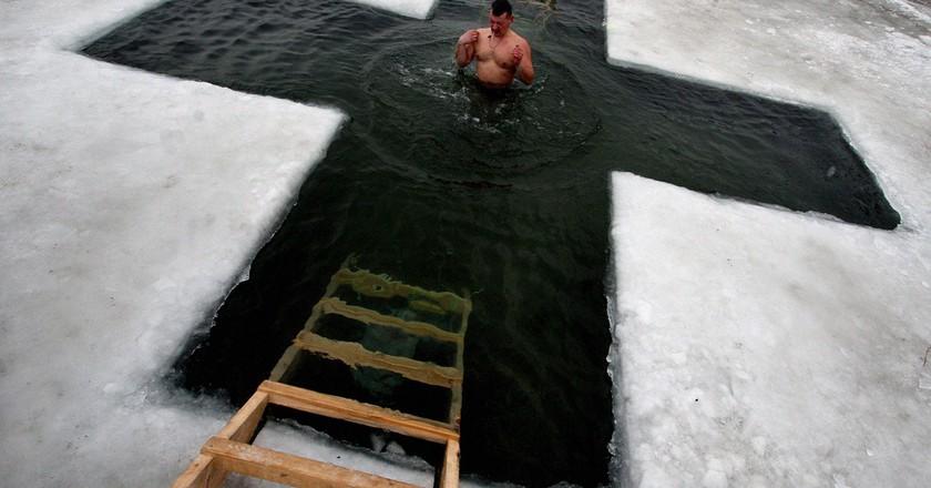 Ice swimming | © RIA Novosti archive, image #550903 / Vitaliy Ankov / CC-BY-SA 3.0 / Wikimedia Commons