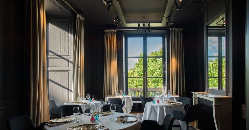 Salon Scènes de Paris │© Laurence MOUTON, Courtesy of Restaurant Guy Savoy