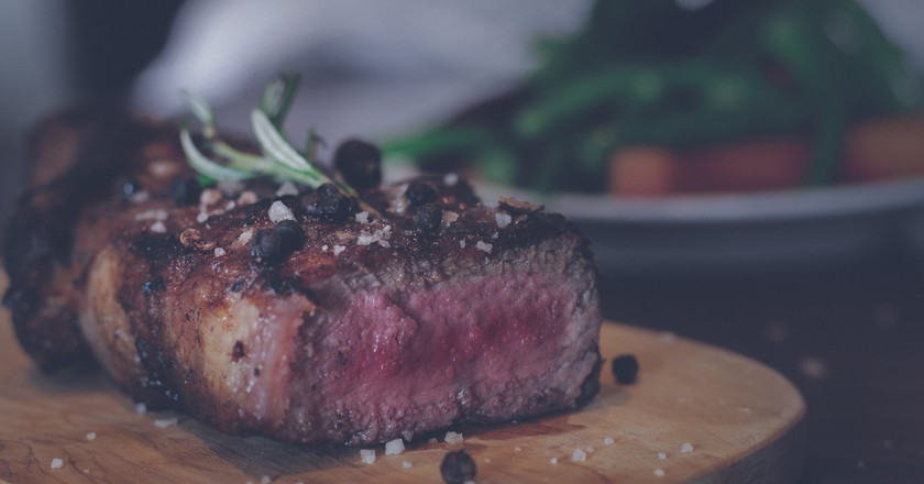 Beef steak braaied to perfection | ©Sebastián LP/Unsplash