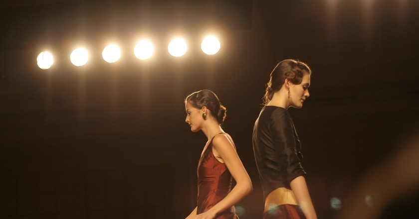 Two models on the runway   © Erich Stüssi/Flickr