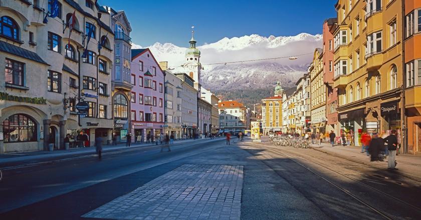 Marie-Theresia-Street in Innsbruck, Tyrol |© Österreich Werbung / Popp Hackner