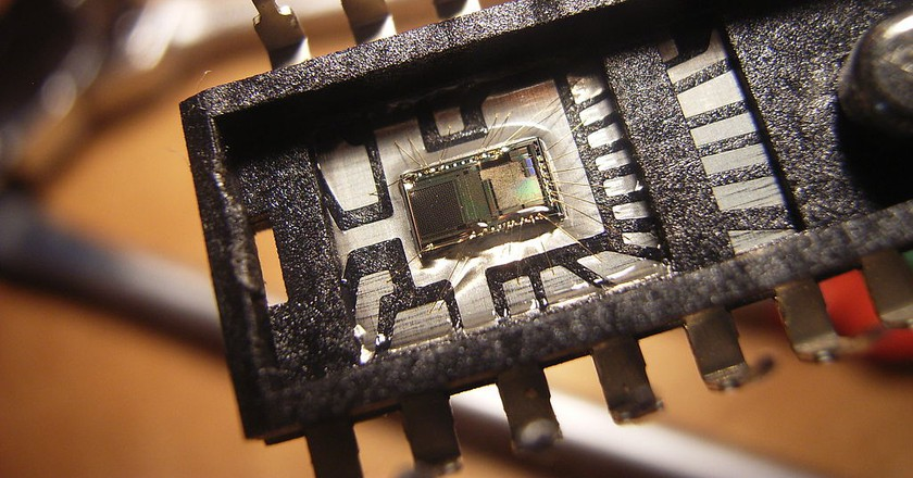 Integrated Circuit Optical Sensor Used In LiFi Technologies   © WikiCommons