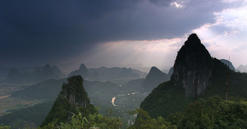 Yangshuo Moon Hill | © Globaljuggler/Wikimedia Commons