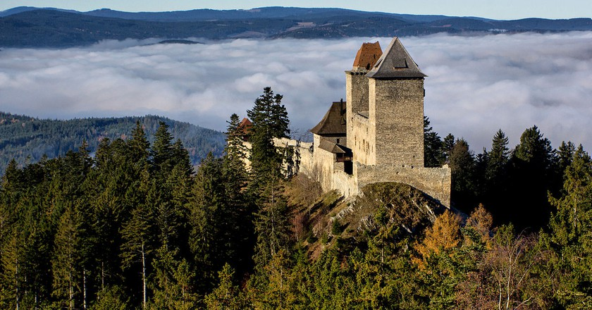 Kašperk Castle in the Bohemian Forest foothills | © Jiří Strašek / Wikimedia Commons