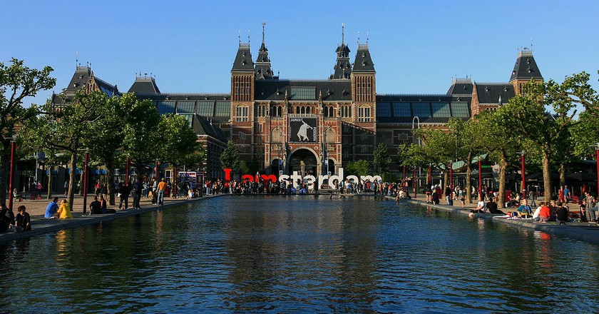 The Rijksmuseum from Museumplein | © marco.almbauergmail.com / WikiCommons