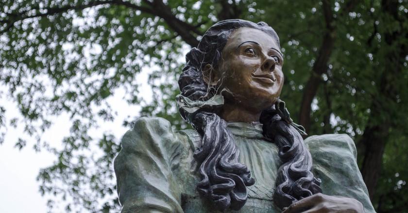 Dorothy statue in Oz Park