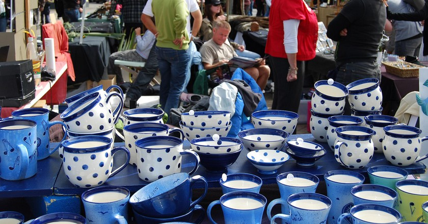 Pottery at the Queenstown Arts and Crafts Market | © missbossy/Flickr