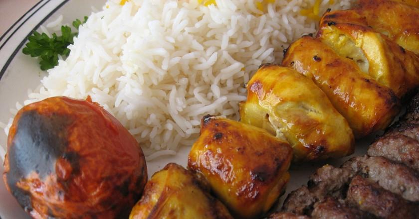 Chicken and beef kebab | © Arnold Gatilao / Flickr