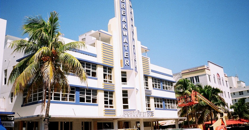 a walking tour of the best art deco architecture in miami
