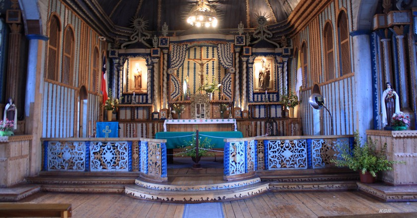 Church altar in Chiloe | © paz guentelican/Flickr