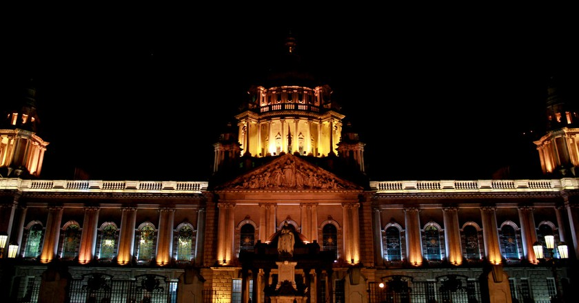 "<a href=""https://www.flickr.com/photos/andr3/6345508767/"" target=""_blank"" rel=""noopener noreferrer"">Belfast City Hall by night 