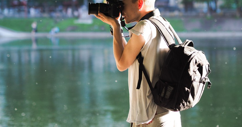 A photographer outdoors | © kishjar?/ Flickr