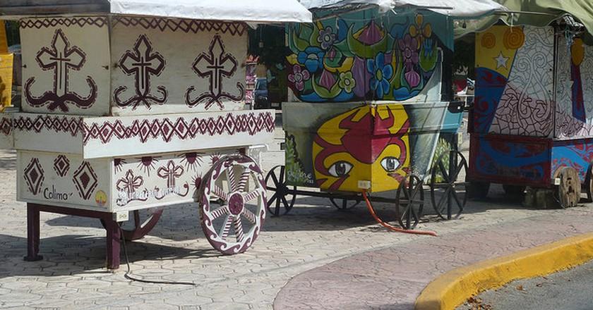 Mexican caravans in Cancún | © Fraser Mummery/Flickr