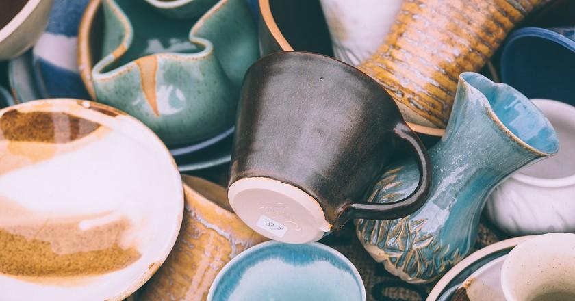 Buy locally made ceramics as a unique keepsake | © Pexels / Pixabay