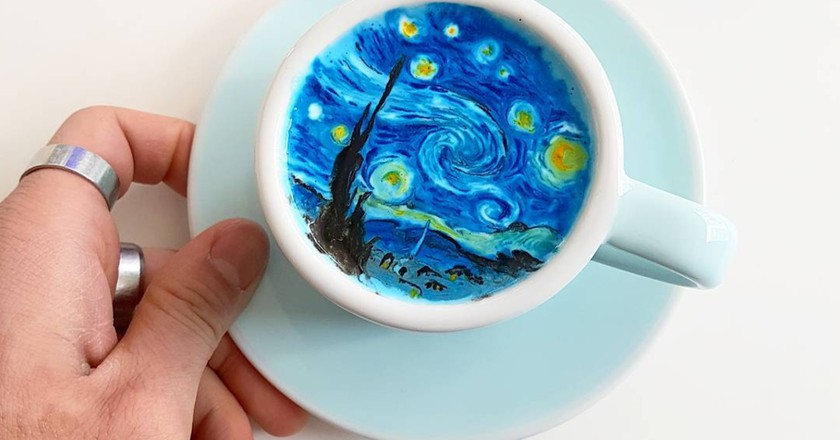 Next-level latte art   © Lee Kang Bin / Instagram