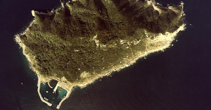 Okinoshima Island in Fukuoka-ken | © Ministry of Land, Infrastructure, Transport and Tourism - MILT Japan/Wikimedia Commons