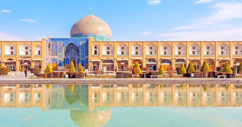 Sheikh Lotfollah Mosque at Naqsh-e Jahan Square in Isfahan, Iran. Construction of the mosque started in 1603 and was finished in 1618 | © Richard Yoshida / Shutterstock