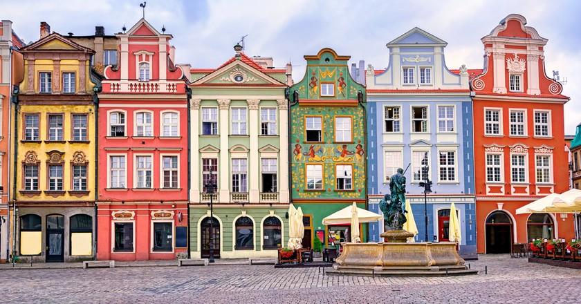 Colorful renaissance facades on the central market square in Poznań, Poland   © Boris Stroujko / Shutterstock