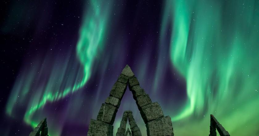 Aurora borealis flying over the Artic Henge, Iceland | © Ken Phung/Shutterstock