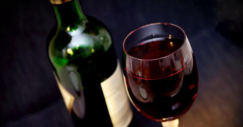 "<a href=""https://pixabay.com/en/wine-red-wine-glass-drink-alcohol-541922/"">Red wine | Pixabay</a>"