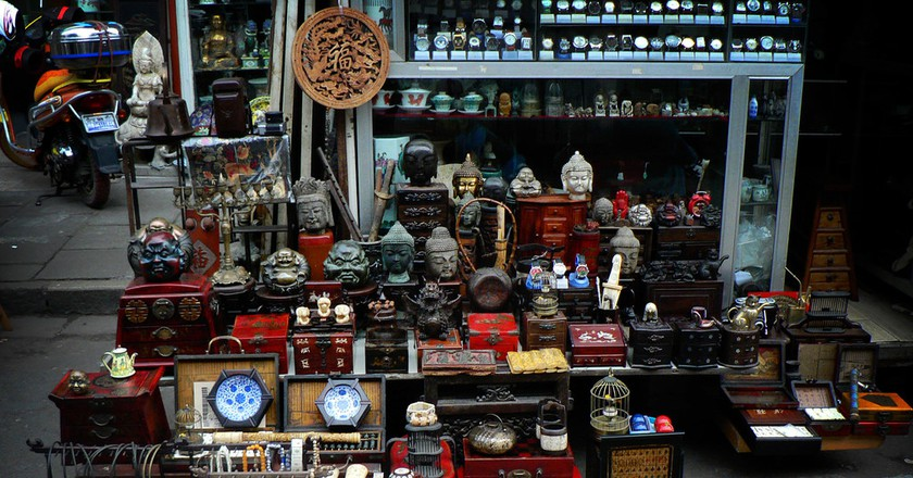 The Old Dongtai Rd. Antiques Market | ©Aapo Haapanen/Flickr