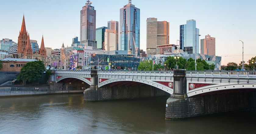 https://commons.wikimedia.org/wiki/File:Melbourne_Skyline_and_Princes_Bridge_-_Dec_2008.jpg