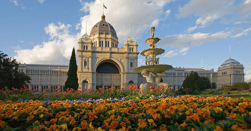 https://commons.wikimedia.org/wiki/File:Royal_exhibition_building_tulips_straight.jpg