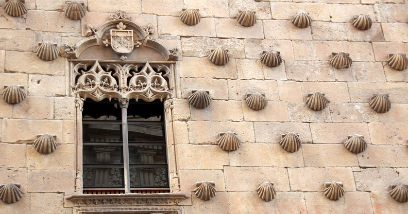 The facade of the Casa de las Conchas, Salamanca, Spain. Photo: Flickr