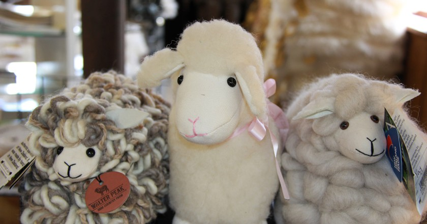 Souvenir sheep from a shop in Queenstown   ©  anne beaumont/Flickr