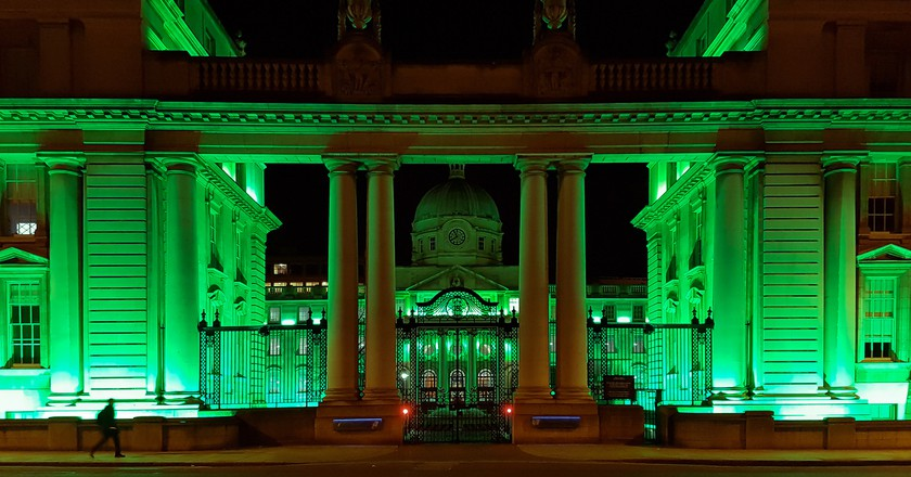 Leinster House lit up green for St Patrick's Day | © Giuseppe Milo / Flickr