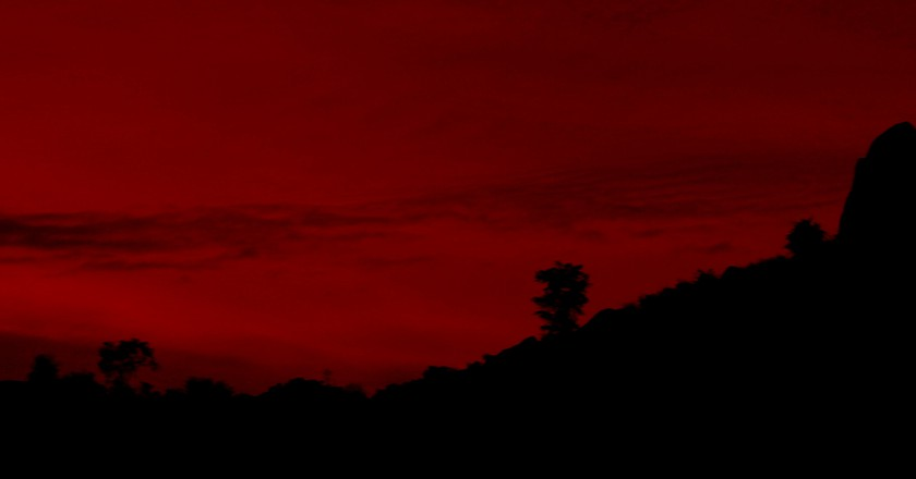 Red sunset at Savandurga © Sudarshana/Flickr
