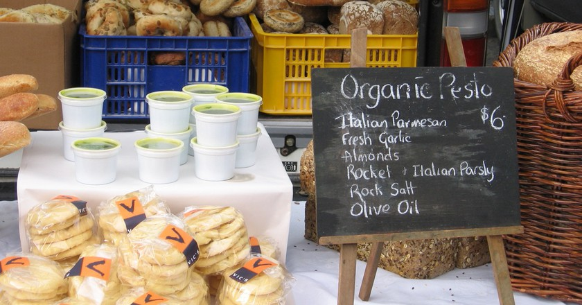 A Stall at the Lyttelton Farmers' Market | © Alex Hallatt/Flickr
